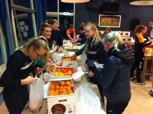 Inpakken sinaasappels